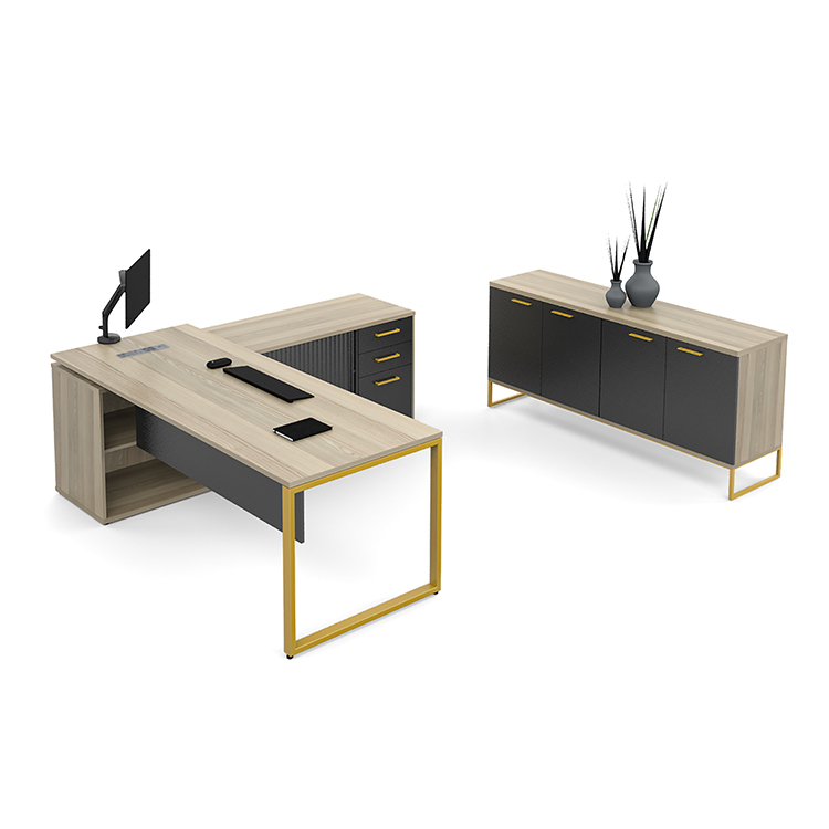 Management desk in wood with black finishes