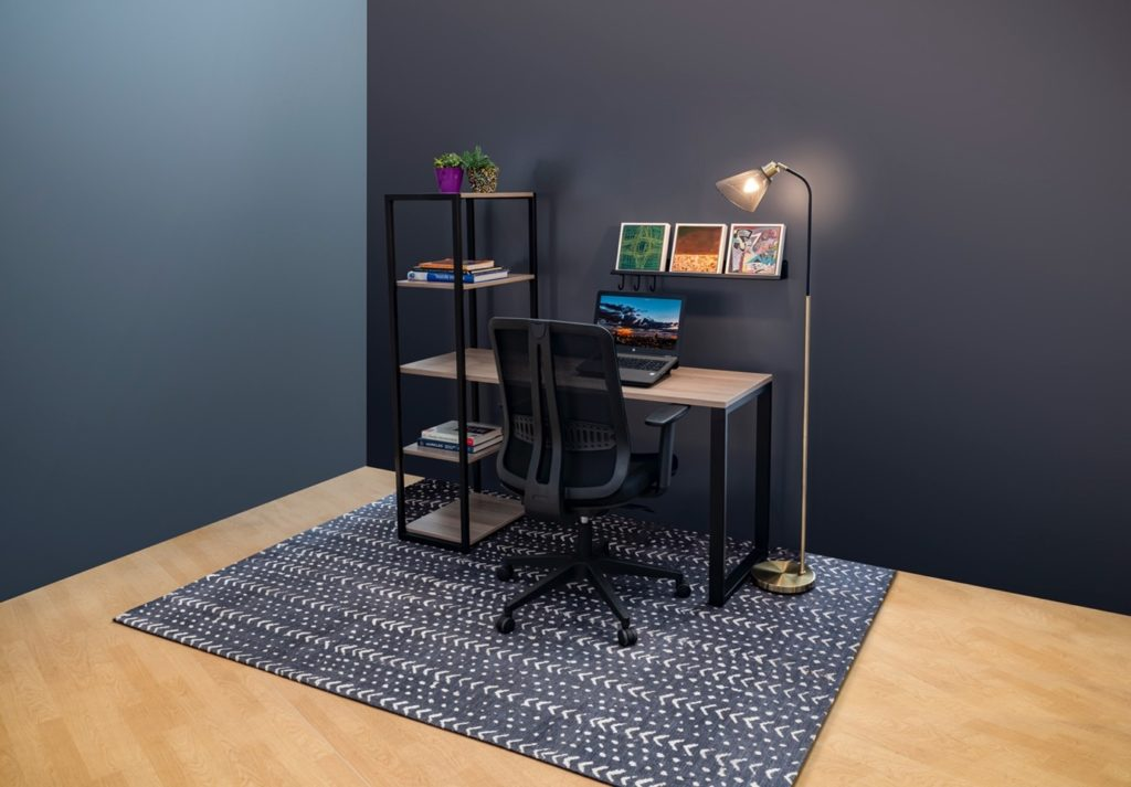 Home office space with a table, chair and a shelve for Ukhuni
