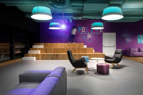 Office workspace with chairs, couches and a table for Ukhuni